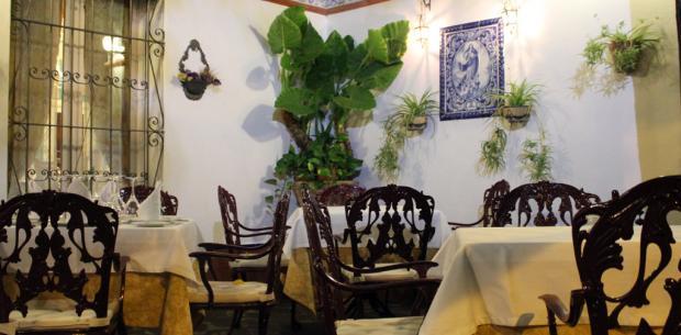 Patio por la Noche - Restaurante Las Golondrinas